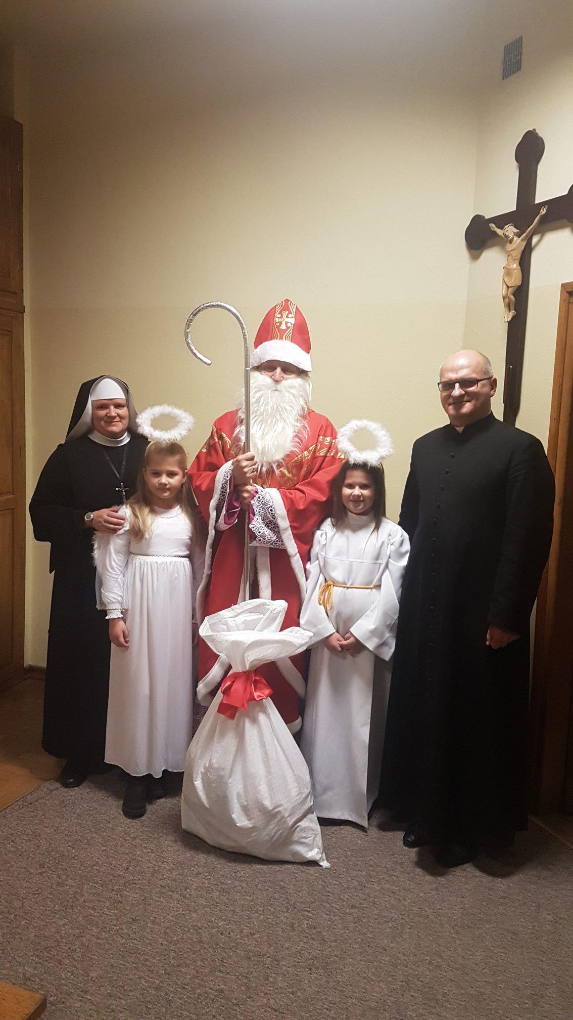 Roraty ze Świętym Mikołajem